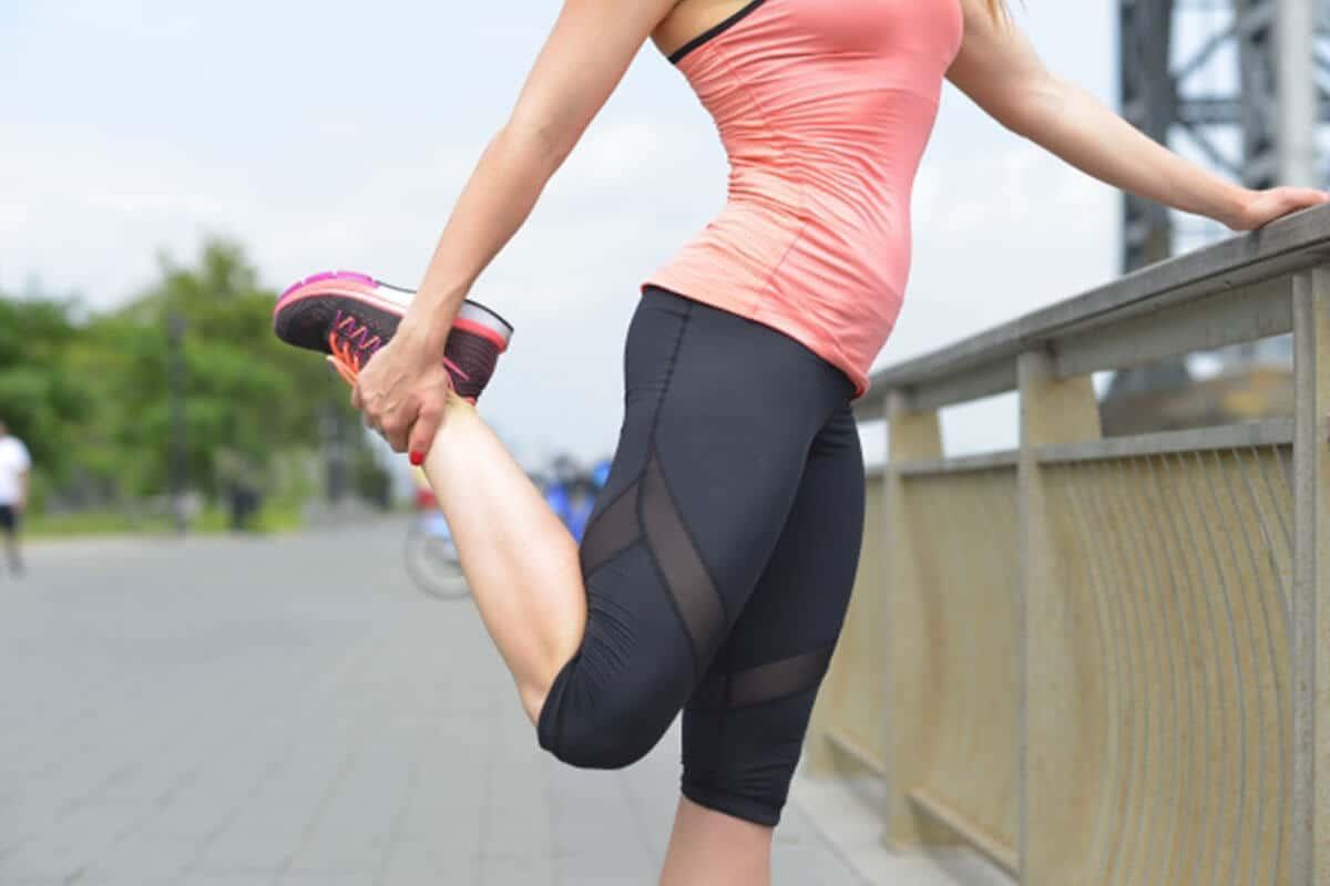 ぎっくり腰予防のストレッチイメージ