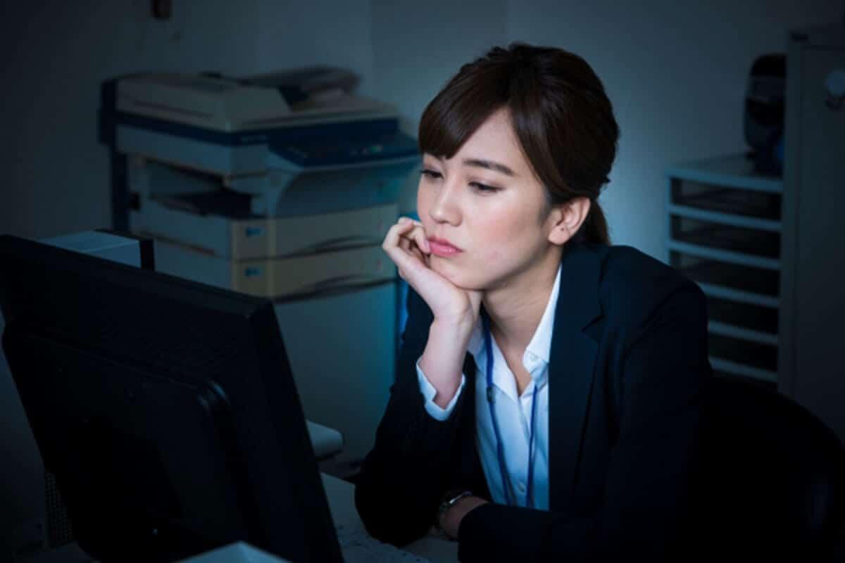 ストレスを抱えた女性イメージ