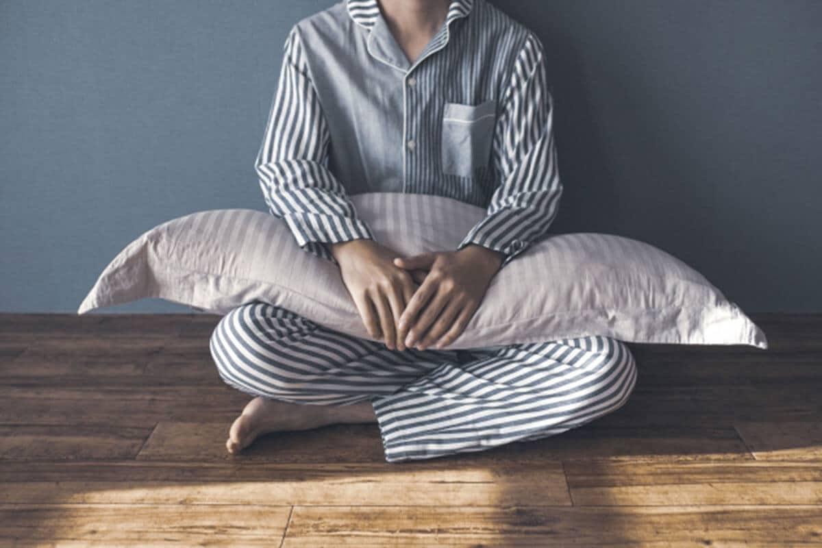 睡眠障害男性不眠症状イメージ