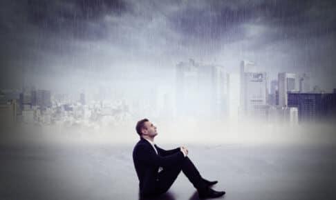 不安障害の特徴と不安を抱えるイメージ
