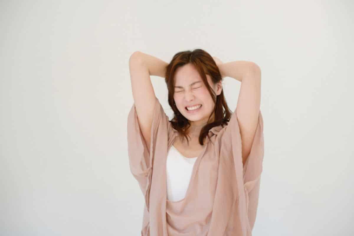 過呼吸・過換気症候群の原因ストレスイメージ女性