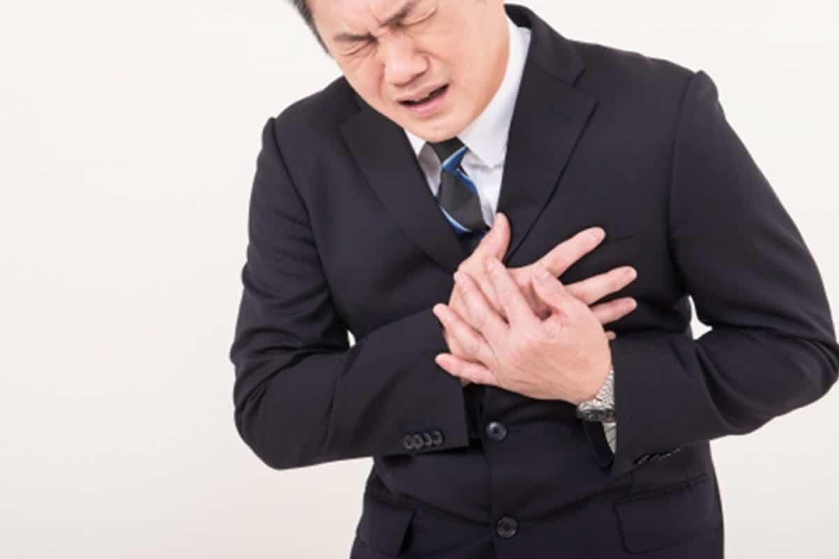 大動脈解離の胸の激痛イメージ