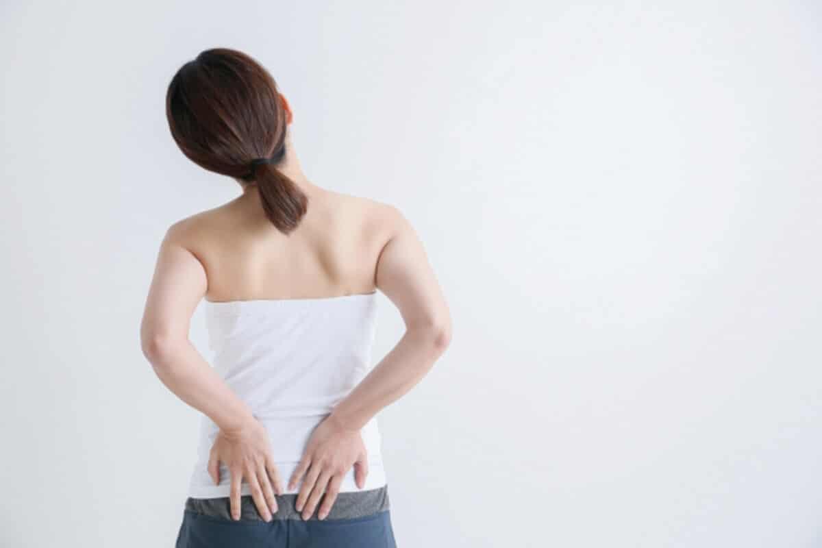 椎間板ヘルニア_女性腰痛イメージ